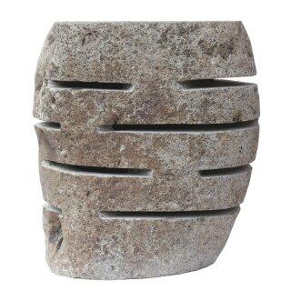 Steinhocker / Steinlaterne mit Leuchtschlitzen, H 45 cm, Steinmetzarbeit aus Flussstein