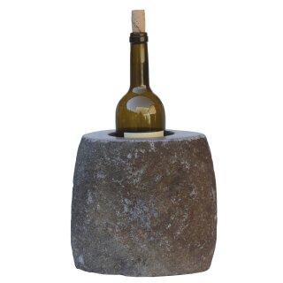 Weinkühler, H 20 cm, Steinmetzarbeit aus Flussstein