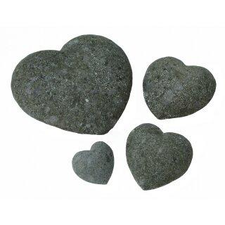 Herz, verschiedene Größen von Ø 10 - 30 cm, Steinmetzarbeit aus Basanit