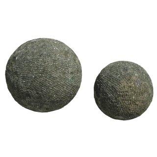 Kugel, verschiedene Größen Ø 20 - 30 cm, bossiert, Steinmetzarbeit aus Basanit